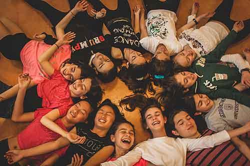 Sobre Danza Movimento Terapia y la experiencia de su intervenci�n con ni�os.