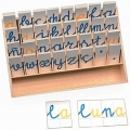 Caja de madera con tres alfabetos de cart�n