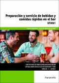 Preparaci�n y servicio de bebidas y comidas r�pidas en el bar.