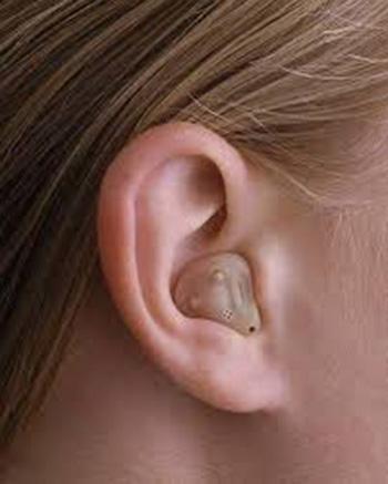 Conservación y mantenimiento de la prótesis auditiva.