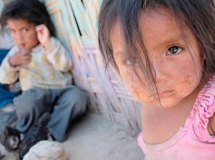 Relación entre pobreza simbólica y deprivación sociocultural