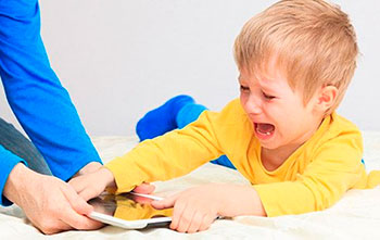 Lenguaje audiovisual: ¿enseña o hechiza a los niños pequeños?