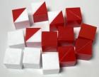 14 Cubos de plástico (6 rojos, 4 blancos, 4 rojo/blanco)