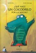 ¿Qué hace un cocodrilo por la noche?